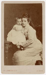 Portret van Maria Francisca Henriette Dumontier (1852-1916) en Cornelia Johanna Snellen van Vollenhoven (1876-1945)