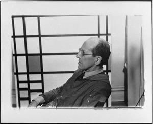 Piet Mondriaan in zijn atelier, 353 East 56th Street te New York
