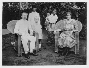 De familie Ouborg in Malang, Indonesië in 1923