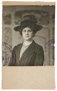Portret van Arnoudina Hermine Hedwig Klokke van Steenwijk (1876-1915)