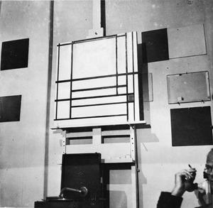 Het atelier van Piet Mondriaan met op de ezel: Composition of lines with red (unfinished), 1937 (B278)