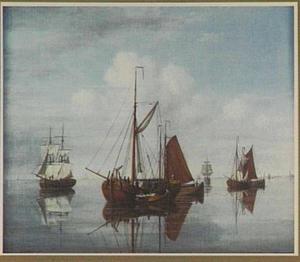 Kofschip en andere schepen in rustig water