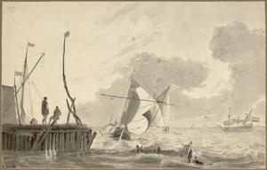 Schepen op zee met links een aanlegsteiger