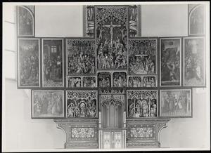 De gevangenneming, Christus voor Pilatus, Ecce Homo (binnenzijde linkerluik); De Boom van Jesse, Zacharias in de tempel, de annunciatie, de visitatie, de geboorte, de aanbidding der Wijzen, de besnijdenis, de presentatie in de tempel, de kruisdraging, de kruisiging, de bewening (midden); Christus verschijnt aan Maria, de ten hemelopneming, de uitstorting van de Heilige Geest (binnenzijde rechterluik)