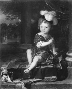 Portret van een kind, zittende op een terras, met koolmees en pijlen in de handen