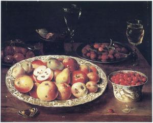 Stilleven van vruchten en drinkglazen