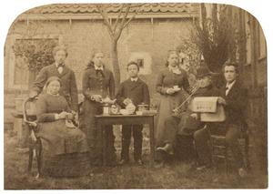 Portret van familie Van den Toorn en Arie Hendrik Donkersloot (1865-1934)