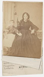 Portret van Margaretha Riemelia Burhoven Viëtor 1820-1897) en Alagonda Rinsema (1861-1979)