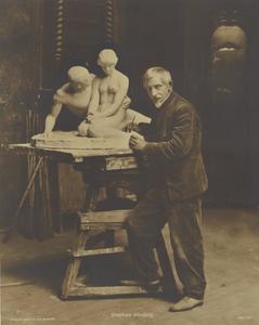 Stephan Sinding in zijn atelier