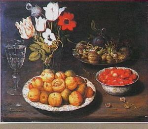 Stilleven met vruchten en een boeketje van tulpen en anemonen