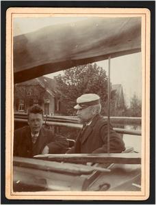 Willem Bastiaan Tholen als schipper op zijn boot (De Eudia?)
