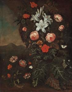 Bloemen in een landschap met een hagedis en een vlinder