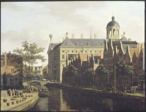 Amsterdam, de Bloemmarkt naar het Stadhuis gezien
