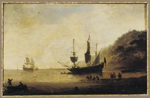 Driemaster voor anker voor een rotskust, op de voorgrond vissers met een sleepnet