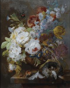 Stilleven met bloemen, slakken en een vogelnestje op een tafel
