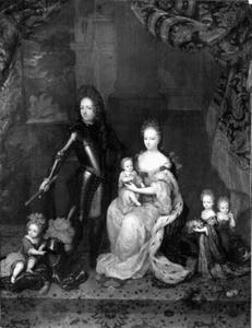 Groepsportret van Hendrik Casimir II van Nassau-Dietz (1657-1696),  Henriette Amalia van Anhalt-Dessau (1666-1726) en hun vier kinderen