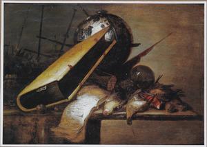 Vanitasstilleven met een bijbel, een hemelglobe, een omgevallen zandloper en gevogelte op een houten blad