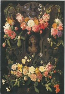 Gebeeldhouwde cartouche versierd met bloemen rondom een buste van de Maagd Maria