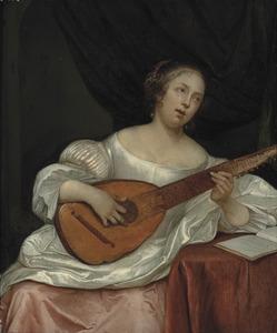 Een jonge vrouw speelt op een bandora en zingt