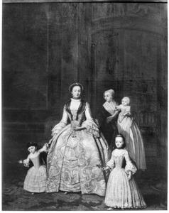 Portret van een onbekende vrouw met twee kinderen