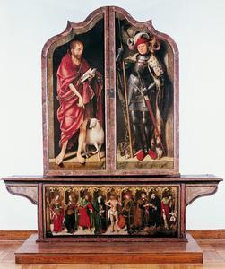 Johannes de Doper (linkerluik) en H. Reinhold (rechterluik); Christus als man van smarten met de maagd Maria, en de heiligen Jacobus de meerdere, Catharina van Alexandrië, Barbara, Sebastiaan, Adriaan van Canterbury, Antonius abt en Rochus (predella)