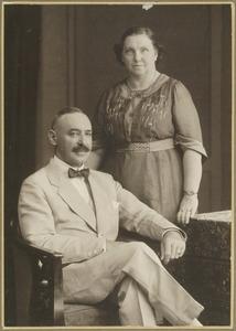 Portret van Johan Broese van Groenou (1873-1925) en Ella Catharina Janssen van Raay (1876-?)