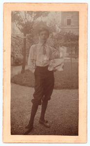 Raoul Hynckes  op jonge leeftijd met palet en penselen