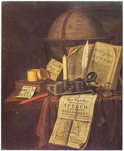 Vanitasstilleven met inktstel, horloge, globe en boeken en paperassen op een gedekte tafel