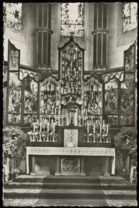 De presentatie van Maria in de tempel, Jozef en zijn bloeiende staf, Christus in Gethsemane, de geseling, Ecce Homo (binnenzijde linkerluik); De annunciatie, de visitatie, de Boom van Jesse, de geboorte, de aanbidding der Wijzen, de kruisdraging, de kruisiging, de bewening (middendeel); De vlucht naar Egypte, de kindermoord, de graflegging, de opstanding, Christus verschijnt aan Maria (binnenzijde rechterluik)