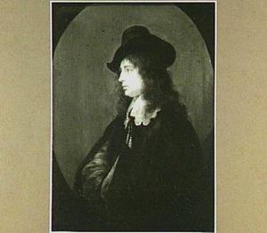 Portret van een jonge man en profil, met een hoed