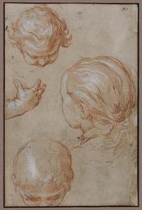 Studies van drie kinderkoppen en een hand