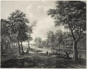 Rivierlandschap met huizen tussen bomen