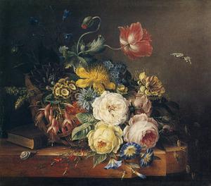 Stilleven met bloemen in een rieten mand