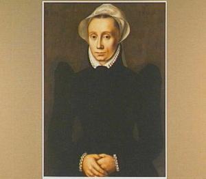 Portret van een vrouw met een vleugelmuts