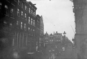 Gezicht op de Haarlemmerstraat naar de Haarlemmerdijk