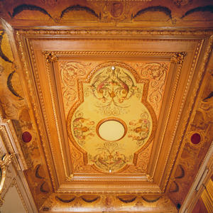 Plafondschildering met putti en ornamenten