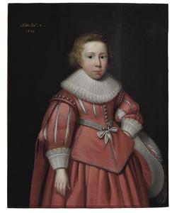 Portret van een zesjarige jongen in rood kostuum