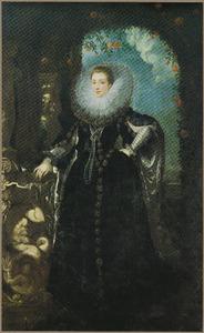 Portret van een vrouw met grote kanten plooikraag, staande ten voeten uit in een rozenprieel