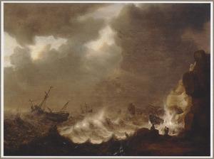 Schepen in nood bij een rotsachtige kust