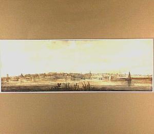 Dordrecht, gezien van de Papendrechtse oever van de rivier de Noord