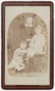 Portret van drie kinderen