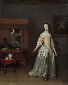 Interieur met een jonge vrouw en een hondje, een dienstmeid bij een hemelbed