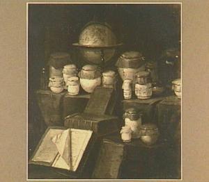 Stilleven met potjes, boeken en een werelbol