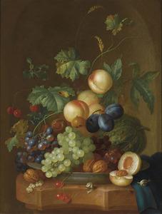 Vruchten in een porseleinen schaal op een marneren blad