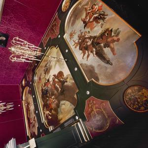 Plafonddecoratie met drie allegorische voorstellingen omgeven door vakken met ornamenten en wapenschilden