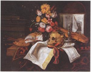 Vanitasstilleven met schedel, boeket bloemen, horloge, schildersbenodigdheden en documenten