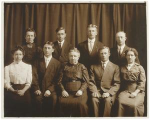 Portret van Marie Louise Rosenthal (1849-1927) en haar acht kinderen