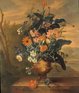 NOVEMBER-Bloemstilleven in een vaas, op een marmeren piëdestal, voor een landschap