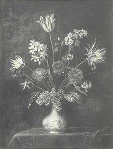 Bloemen in Delftse vaas