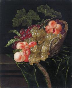 Stilleven van vruchten in een mand op een gedrapeerde tafel